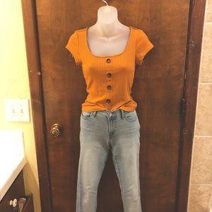 Mustard ribbed button front tee. NWT size medium